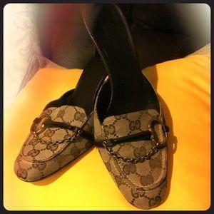 Super cute signature Gucci heels